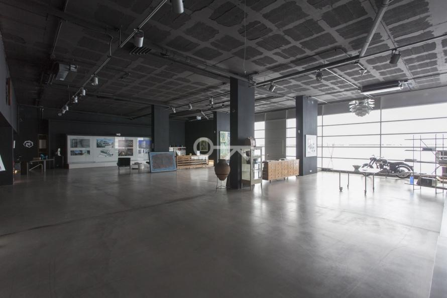 THE FACTORY, LARGE COM SPACE - Kaza Exclusiva